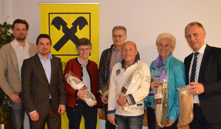 die glücklichen Gewinner des Zirbenpolsters Waldtraud